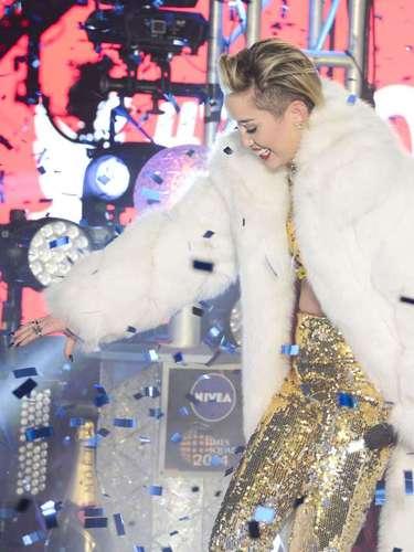 La cantante brindó un espectáculo en Time Square durante las primeras horas del 2014.