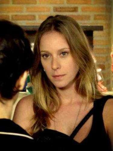 Begônia (Carol Abras) - Es la hija de Martín y hermana sustituta de Nina. Nacida en Argentina, tuvo una historia con las drogas. Mientras que está en Brasil visitando a su hermana se involucra con la venganza de Nina.