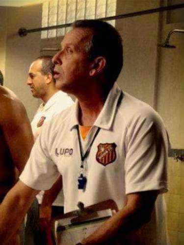 Branco (Murilo Elbas) - Es un técnico del Club de Fútbol de Divino.