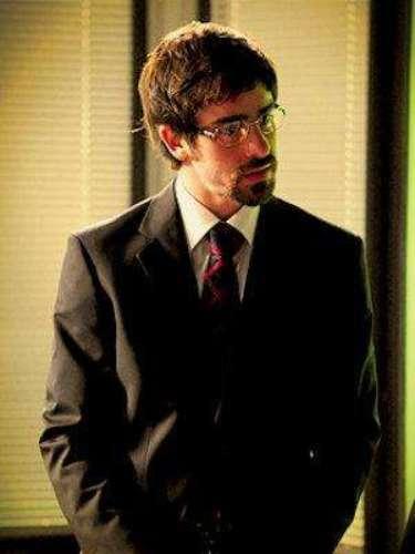 Jimmy (Felipe Abib) - Es empleado de Cadinho. Cansado de ser humillado en la empresa, Jimmy le da un golpe a su jefe y le roba su fortuna, los clientes y sus mujeres. Pero, ¿se puede comprar el amor con dinero?