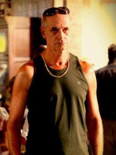 Leleco (Marcos Caruso) - Es el padre de Tufãoe Ivana y esposo de Muricy. Después de que su hijo se hizo rico con el fútbol, el embaucador dejó de trabajar y cayó de nuevo en la juerga. Amoroso y bohemio, se hace conocido como un fenómeno en la cama. Fue boxeador.