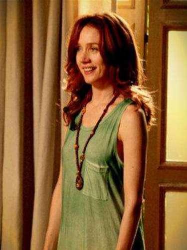Noêmia (Camila Morgado) - Una hippie chic, es una de las mujeres de Cadinho y la madre de Tomás. Así como Verónica y Alexia, deja a Carlos Eduardo cuando él pierde su fortuna. Pero más tarde ¿se arrepiente?