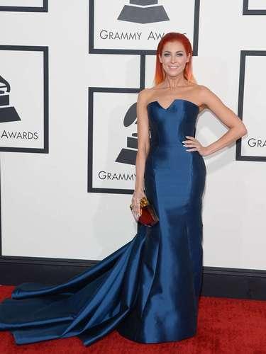 La cantanteBonnie McKee se veía bellísima a pesar de no llevar un vestido tan lujoso