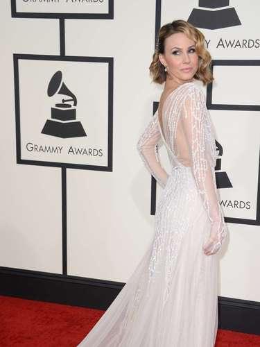Qué angelical se vio Keltie Knight. Sencillamente esplendida en este fantástico y delicado vestido blanco con transparencias.