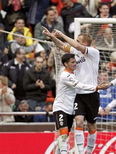 Eduardo Vargas se hizo presente en el marcador con un tanto a los 79 minutos en la gran victoria de su equipo por 5-0 sobre Betis en España.