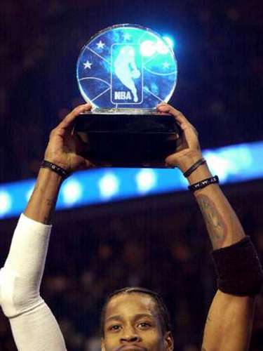 4 - Allen Iverson, 2001, Philadelphia 76ers: Iverson cargó al equipo del Este para remontar una desventaja de 17 puntos y ganar el juego por 111-110 al anotar 15 de sus 25 puntos en los últimos 8 minutos de juego. Claro que es importante destacar que Tim Duncan, Chris Webber, Kevin Garnett, David Robinson y Rasheed Wallace fueron titulares superiores que Antonio Davis y Anthony Mason.