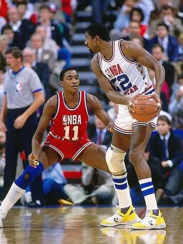 5 - Isiah Thomas, 1986, Detroit Pistons: Todos esperaban el 'showtime' de las estrellas de los Lakers (Magic Johnson, James Worthy y Kareem Abdul-Jabbar). Isiah Thomas comenzó a brillar al llevar al triunfo por 139-132 al Este. Cierto que Worthy y Abdul-Jabbar anotaron 41 puntos además de Magic sumó 15 asistencias, pero Thomas anotó 30 puntos con 10 asistencias para hacer historia al ser el único jugador en Juego de Estrellas con al menos 30 puntos y 10 asistencias.