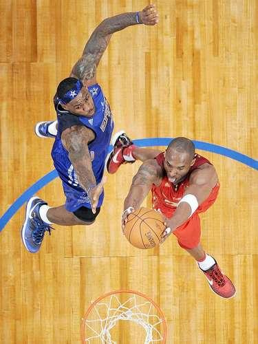 6 - Kobe Bryant, 2011, L.A. Lakers: Con el apoyo de los fanáticos de Staples Center, Bryant jugó su 12vo. Juego de Estrellas en casa y contra LeBron James (en 2010 no jugó por una lesión en un tobillo) marcó 37 puntos, 14 rebotes, 3 asistencias y 3 robos de balón en 30 minutos de juego. Empató a Bob Pettit y Michael Jordan son su cuarto trofeo de MVP en un Juego de Estrellas.
