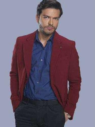 Ernesto Fonsi (Adrián Carvajal) Es hermano de Gerardo, de moral dudosa y muy ambicioso. Se llega a convertir en cómplice de todos los engaños de Elena y su hermano.
