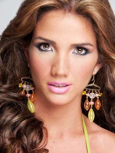 Génesis Carmonafue precandidata al concurso de belleza Miss Venezuela en 2010, pero no logró clasificar en el certamen.