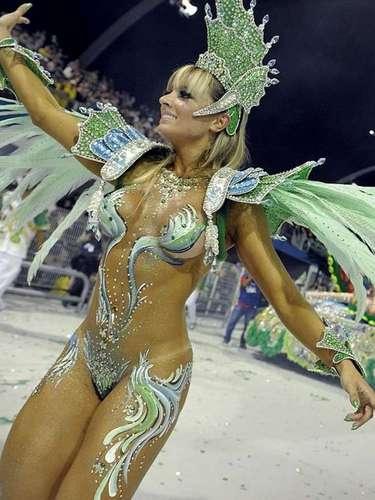 El carnaval de Río de Janeiro, que se celebra del 28 de febrero al 5 de marzo, es famoso en el mundo por sus bailarinas, su música y su fiesta.