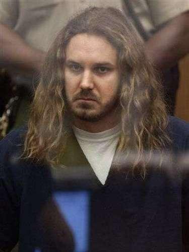 2. Contrata a sicario para matar a su exmujer. El músico de Heavy Metal Tim Lambesis se declaró culpable de contratar a su instructor de gimnasio para asesinar a su mujer.