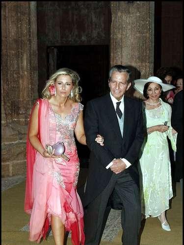 Adolfo Suárez, con su nuera Isabel Flores, esposa de su hijo Adolfo, en la boda de Samuel Flores y Olga Paya en 2003.