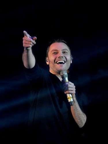 Tiziano Ferrofue condenado el pasado mes de enero del 2014 en su país a pagar cerca de 3 millones de euros por evasión fiscal. La comisión encargada del caso confirmó que la residencia del cantante en el exterior de 2006 a 2008 era ficticia y le condenó además a pagar los gastos procesales.