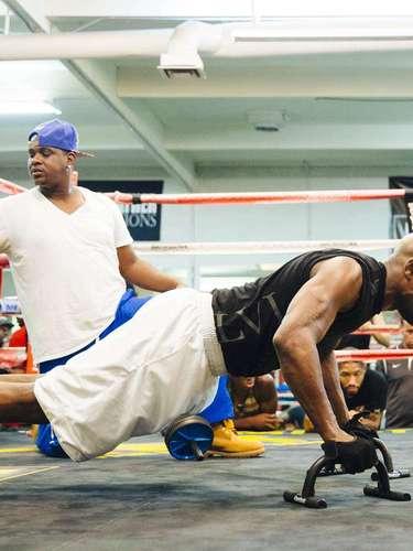 Floyd Mayweather Jr. y Marcos Maidana se entrenan respectivamente en Las Vegas y Oxnard, California, rumbo a su encuentro el 13 de septiembre.