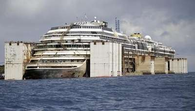 Sobrevivientes despiden al Costa Concordia Video: