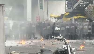 Manifestantes bloquean aeropuerto de la Ciudad de México Video: