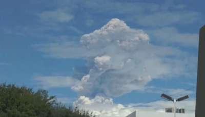 Fuerte explosión en el Volcán de Colima en México Video: