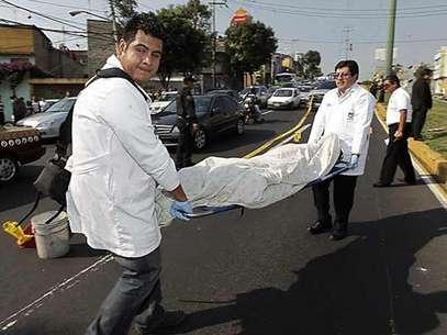 El delincuente muerto fue identificado como Luis Fernando Juárez Morales. Foto: Reforma / Terra Networks México S.A. de C.V.