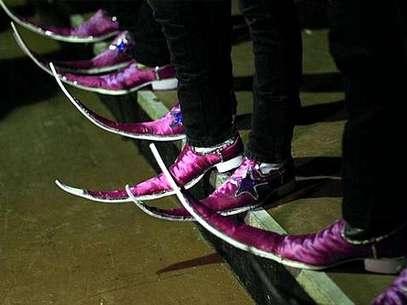 En las pistas de baile y entre los ranchos de la ciudad hay una competencia: ¿Quién tiene las botas más largas? Foto: AP