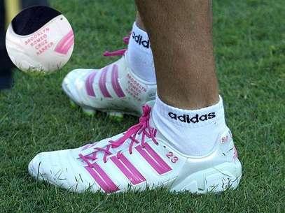 El fútbolista David Beckham mandó a hacer unos guayos que llevan los nombres de sus cuatro hijos como se puede ver en la fotografía. Foto: Facebook