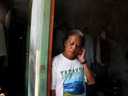 Evie, quien cuidó del presidente Barack Obama cuando era un niño, es uno de los casi 7 millones de transexuales que viven en Indonesia que son blanco de burlas y golpizas debido a su identidad.  Foto: Dita Alangkara / AP