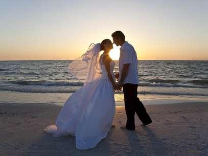 Toma nota de todo lo que necesitas para cumplir tu sueño de casarte en la playa. Foto: EFE