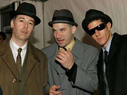 "Los Beastie Boys (de izquierda a derecha): Adam ""MCA"" Yauch, Mike Diamond y Adam ""Ad-Rock"" Horovitz, en la gala de los MTV Europe Music Awards 2004. Foto: Getty"