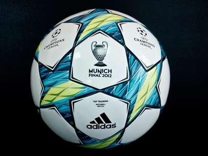 Este es el balón que puede ser suyo, también tenemos para usted la camiseta del Bayern Múnich y la del Chelsea FC Foto: Terra