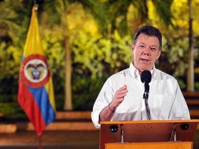 La llegada del presidente Juan Manuel Santos a Toribío se produjo cuando aún prosigue una gran operación contra posiciones de las Farc que llevan a cabo helicópteros militares, con bombardeos incluidos. Foto: Presidencia