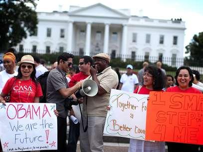 Cientos de inmigrantes celebraron frente a la Casa Blanca el anuncio sobre el freno a las deportaciones de jóvenes indocumentados. Foto: Getty Images