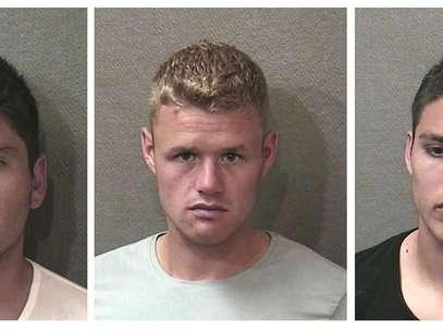 Esta serie de fotos proporcionada por la policía de Houston muestra de izquierda a derecha a los jugadores de Toronto, Miguel Aceval, Nick Soolsma y Luis Silva, acusados de embriagarse en la vía pública la madrugada del lunes 18 de junio de 2012  Foto: Houston Police Department  / AP