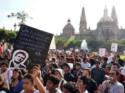 En Guadalajara, el contingente también se sumó a las protestas contra el virtual Presidente Enrique Peña Nieto. Foto: Reforma