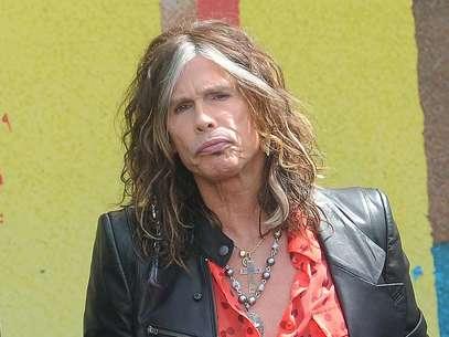 """Steven Tyler durante una conferencia de prensa de la banda Aerosmith sobre su gira Global Warming en Los Angeles en una fotografia de archivo del 28 de marzo de 2012. Tyler anunció el jueves 12 de julio de 2012 que dejará de ser juez de """"American Idol"""" tras dos años en el programa.  Foto: Katy Winn, archivo / AP"""