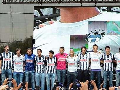 Rayados con su nuevo uniforme para el Apertura 2012. Foto: Terra Networks México S.A. de C.V.