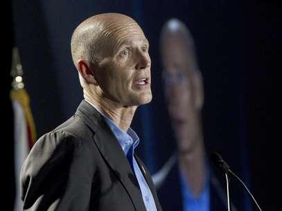 El gobernador republicano de la Florida Rick Scott fue quien difundió la decisión que beneficia a su partido. Foto: J Pat Carter, Archivo / AP