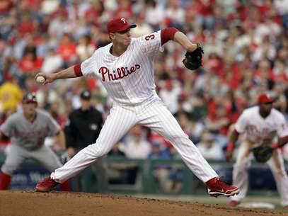 Philadelphia Phillies' Roy Halladay pitches in the third inning of a baseball game against the Washington Nationals, Tuesday, May 22, 2012, in Philadelphia. Foto: AP in English