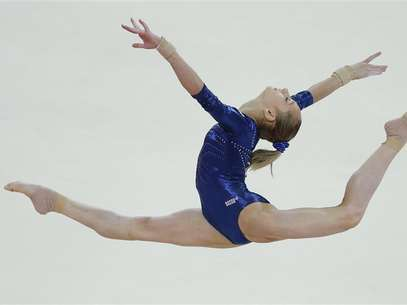 Russia's Victoria Komova performs her floor exercise during the women's individual all-around gymnastics final in the North Greenwich Arena at the London 2012 Olympic Games August 2, 2012. Foto: Phil Noble / Reuters In English