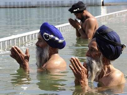 De los 23 millones de seguidores que tiene la religión, 19 están en India, donde se realizan celebraciones como la de la imagen. Foto: GETTY IMAGES