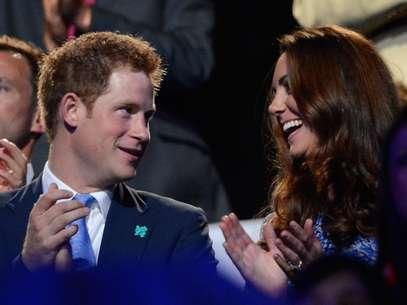 Enrique es famoso por sus escándalos de joven británico, pero es un principe que debe comportar la cordura. Foto: AFP