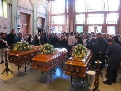 El funeral de las tres víctimas del triple parricidio de Curicó. Foto: Terra