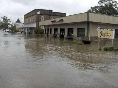 Una tienda inundada en la calle East Railroad Street en Magnolia, Misurí, por las lluvias que causó el huracán Isaac, el jueves 30 de agosto de 2012.  Foto: The Enterprise-Journal, Matt Williamson / AP