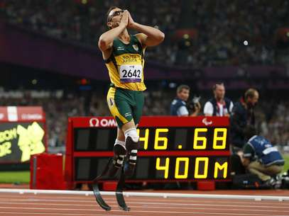 Oscar Pistorius of South Africa celebrates winning the Men's 400m T44 Final during the London 2012 Paralympic Games at the Olympic Stadium in London September 8, 2012. REUTERS/Andrew Winning (BRITAIN - Tags: SPORT OLYMPICS ATHLETICS) Foto: ANDREW WINNING / REUTERS