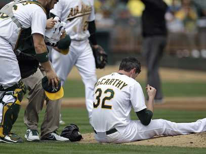 A's pitcher Brandon McCarthy was released from the hospital after he was hit by a line drive less than a week ago. Foto: AP in English