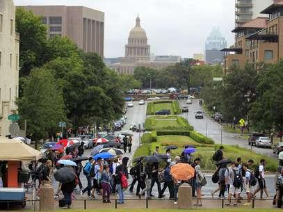 Alumnos de la Universidad de Texas fueron desalojados tras las amenazas. Foto: AP