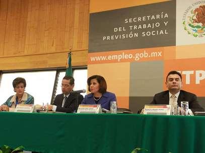 La titular de la STPS Rosalinda Vélez, pidió a los legisladores un análisis real que permita valorar los méritos de la reforma, pues para el Presidente es una propuesta integral que será en beneficio de los 51 millones de mexicanos que forman parte de la población económicamente activa. Foto: Notimex