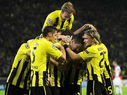 El Dortmund celebra con alegría el gol sobre el final ante el Ajax Foto: EFE