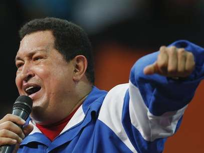 Venezuelan President and presidential candidate Hugo Chavez speaks at a campaign rally with Socialist party youth in Caracas September 19, 2012. Foto: Jorge Silva / Reuters In English