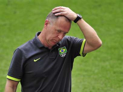Brazil's coach Mano Menezes reacts during the men's football final match between Brazil and Mexico at Wembley stadium in London during the London Olympic Games on August 11, 2012. Foto: Getty Images