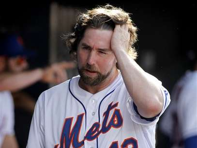 R.A. Dickey beat the Miami Marlins 4-3 for his 19th win of the season. Foto: AP in English